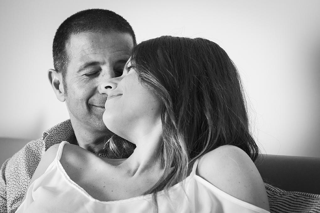 Coppia felice book fotografico gravidanza