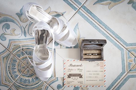 1-fotografia-matrimonio-napoli-fedi-e-scarpe-della-sposa