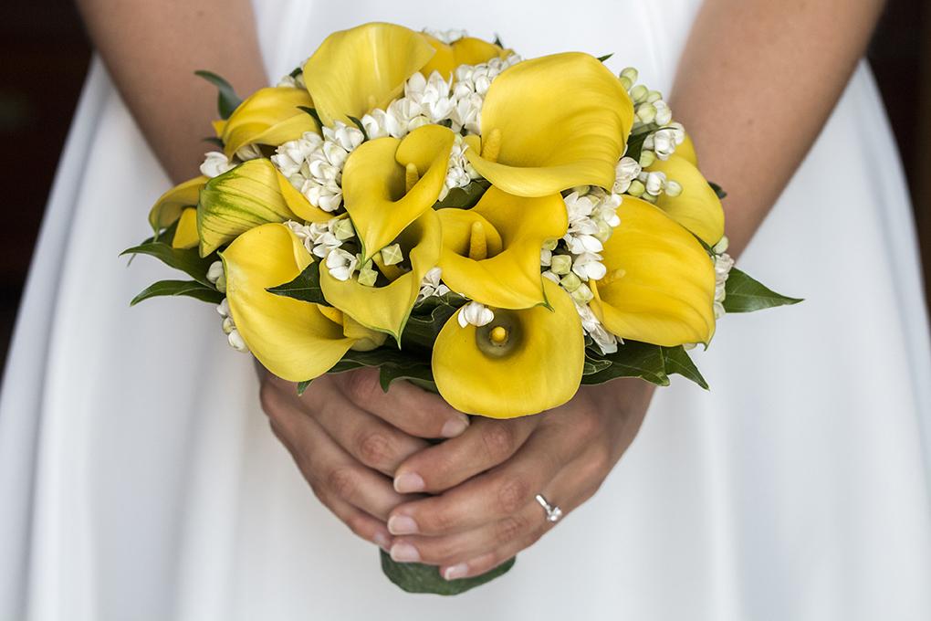 bouquet-sposa-calle-giallo-fotografia-matrimonio-napoli.