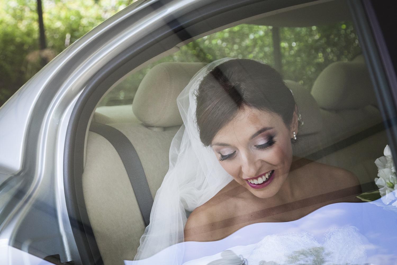 sposa-sale-in-macchina-fotografia-matrimonio-napoli