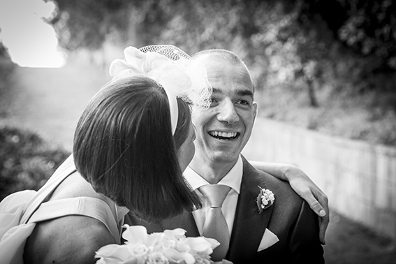 la-sposa-sorprende-lo-sposo-primo-sguardo-fotografia-matrimonio-n