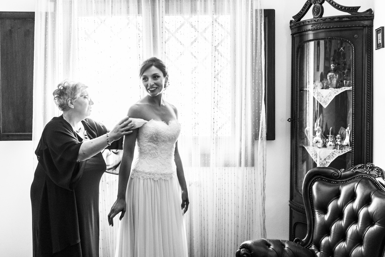 15-sposa-pronta-con-la-mamma-fotografo-matrimonio-napoli
