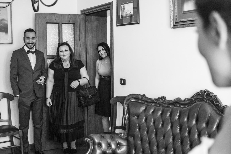 21-arrivo-degli-amici-casa-della-sposa-fotografo-matrimonio-napoli