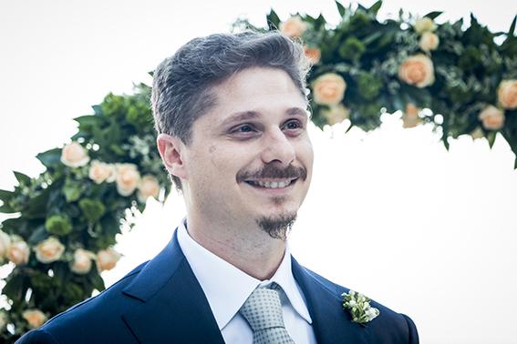 22-lo-sposo-guarda-la-sposa-fotografia-matrimonio-napoli