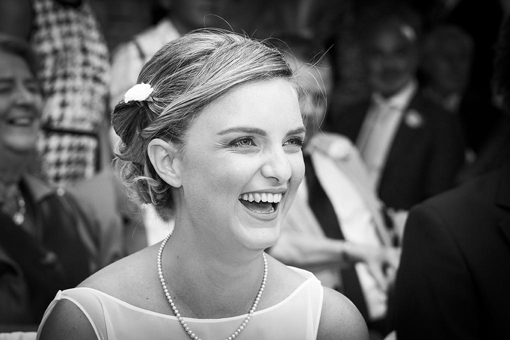 sposa-sorridente-fotografia-spontanea-di-matrimonio-napoli