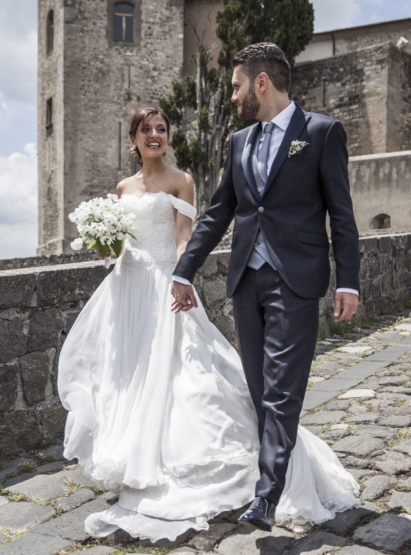244-sposi-camminano-castello-di-melfi-napoli