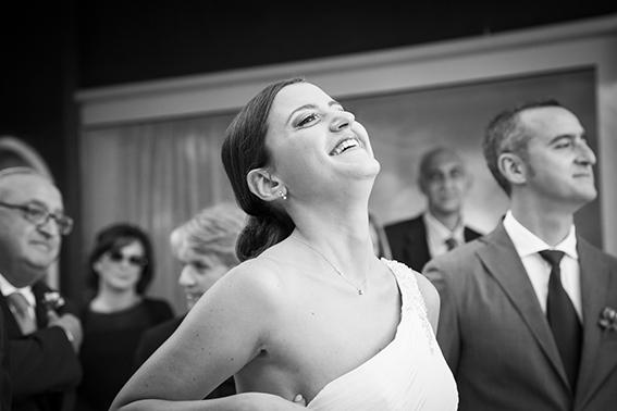 25-cerimonia-la-sposa-che sorride-spontanea-fotografia-matrimonio-napoli
