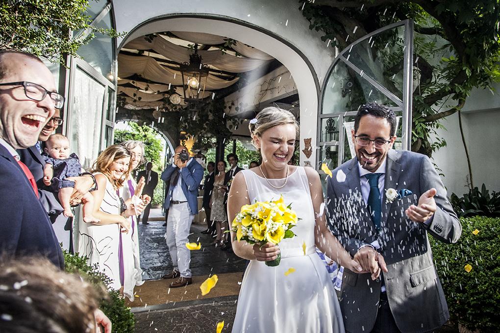 lancio-del-riso-sposi-fotografia-di-matrimonio-napoli