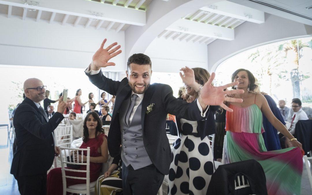 323-balli-con-gli-sposi-e-gli-amici-fotografia-matrimonio-napoli