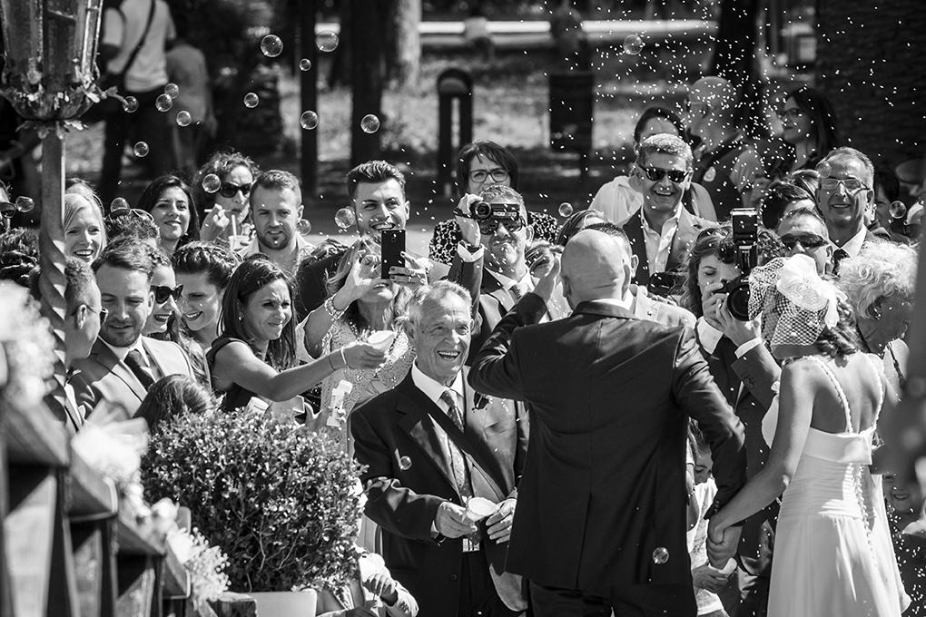 fotografia-matrimonio-napoli-lancio-del-riso-casina-vanvitellian