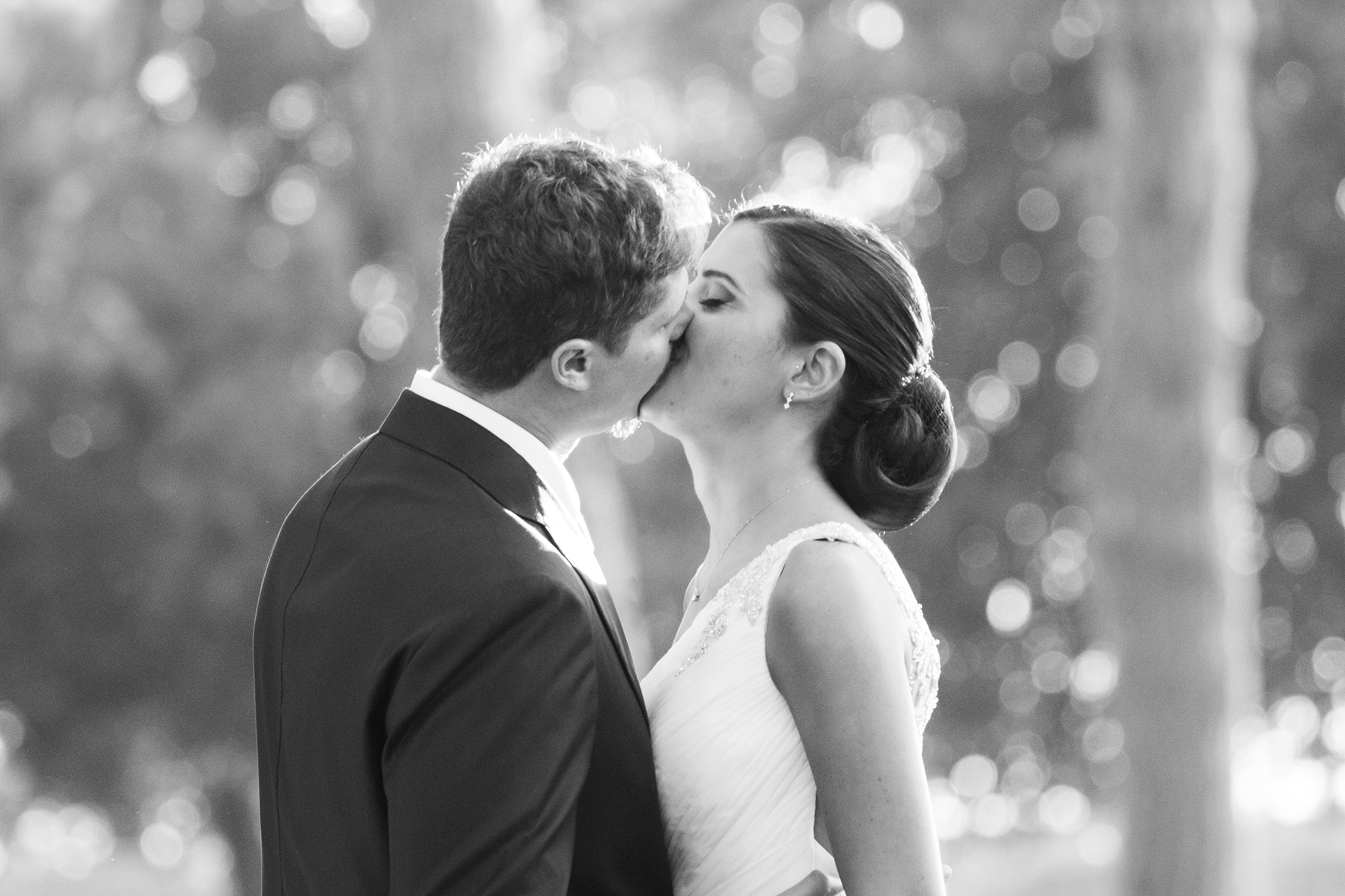 34-fotografia-matrimonio-napoli-bacio-degli-sposi
