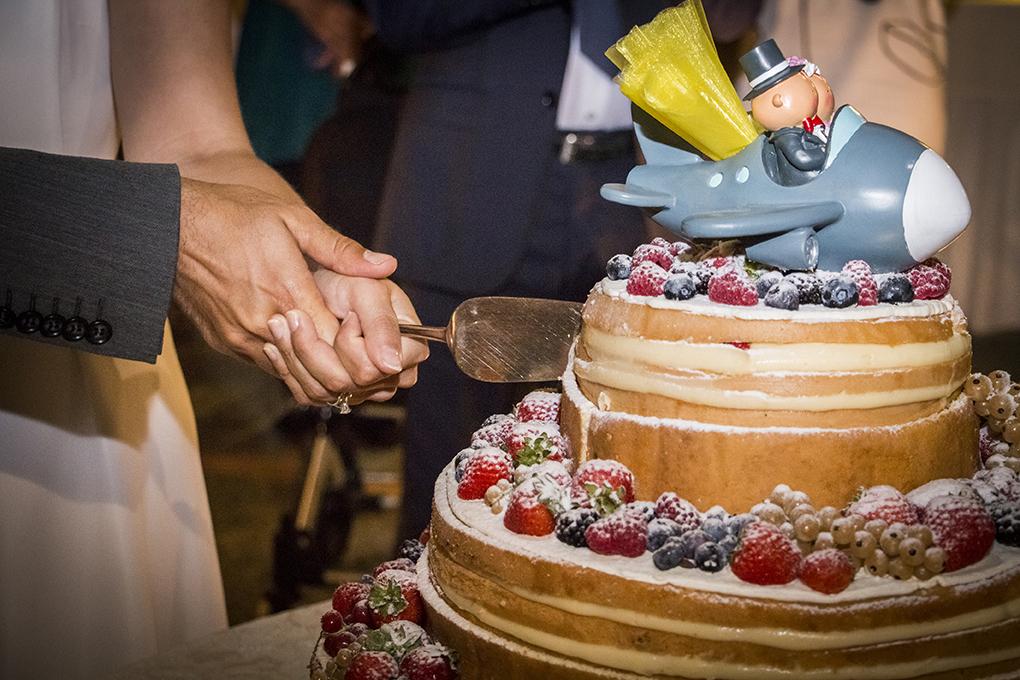taglio-della-torta-nuziale-fotografia-matrimonio-napoli
