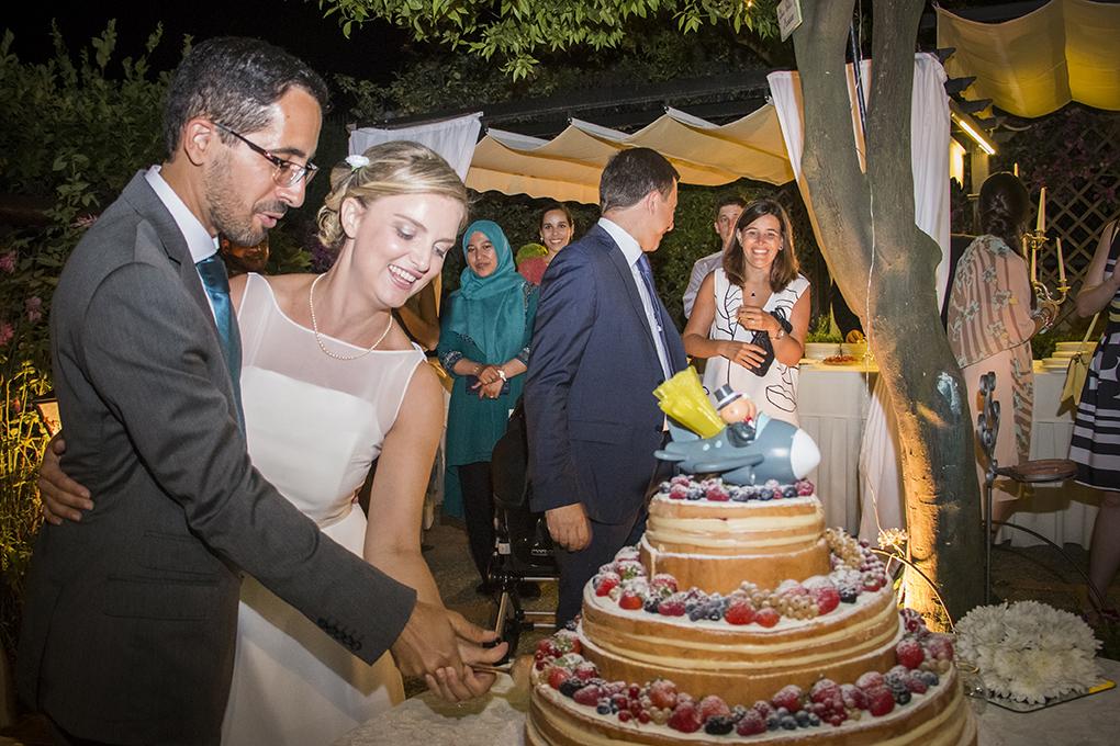 taglio-della-torta-nuziale-fotografia-matrimonio-napoli-posilipp