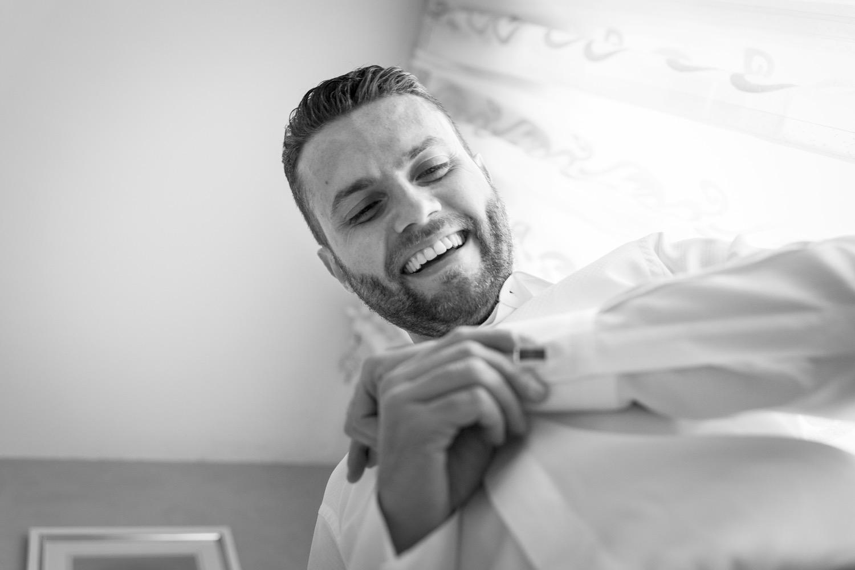 42-lo-sposo-mette-i-gemelli-fotografo-matrimonio-napoli