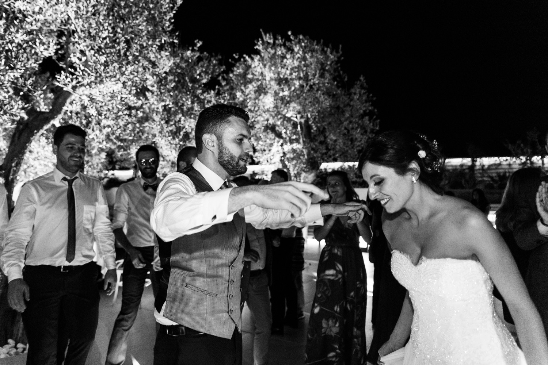 459-gli-sposi-ballano-la-pizzica-destination-wedding-salento-fotografia-matrimonio