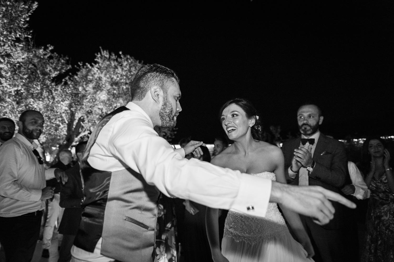 460-gli-sposi-ballano-la-pizzica-destination-wedding-italy-fotoreportage