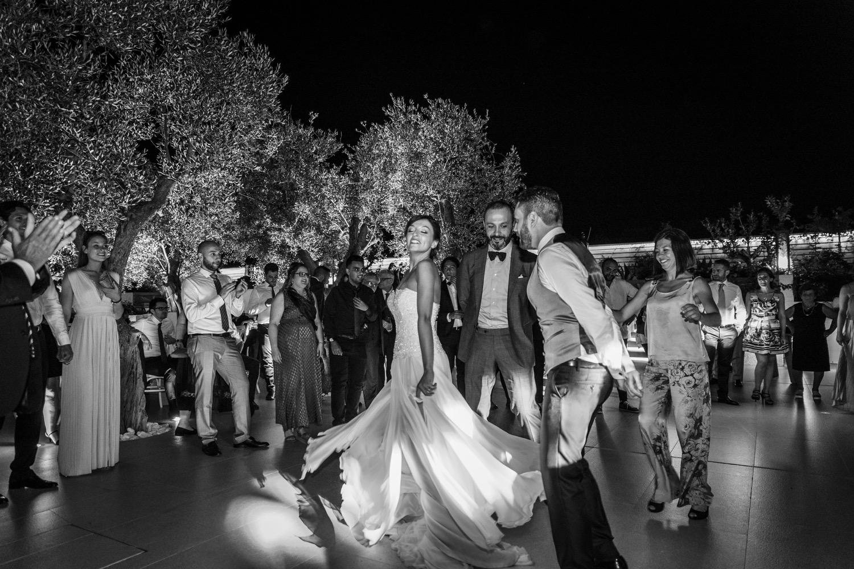 464-gli-sposi-ballano-la-pizzica-destination-wedding-italy-fotoreportage