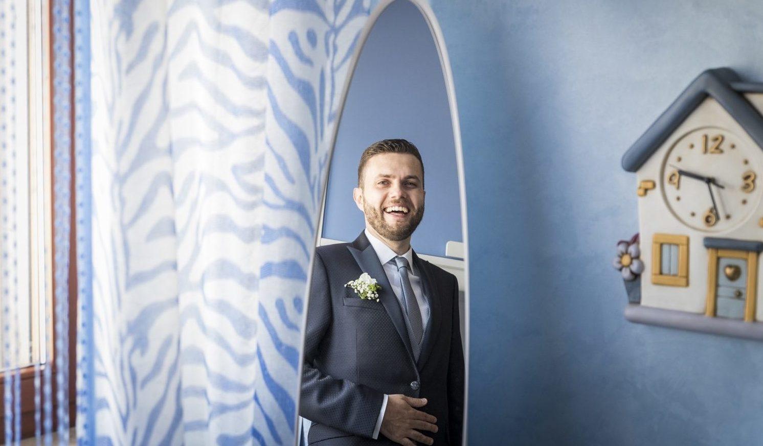 55-ritratto-sposo-allo-specchio-fotografia-matrimonio-napoli