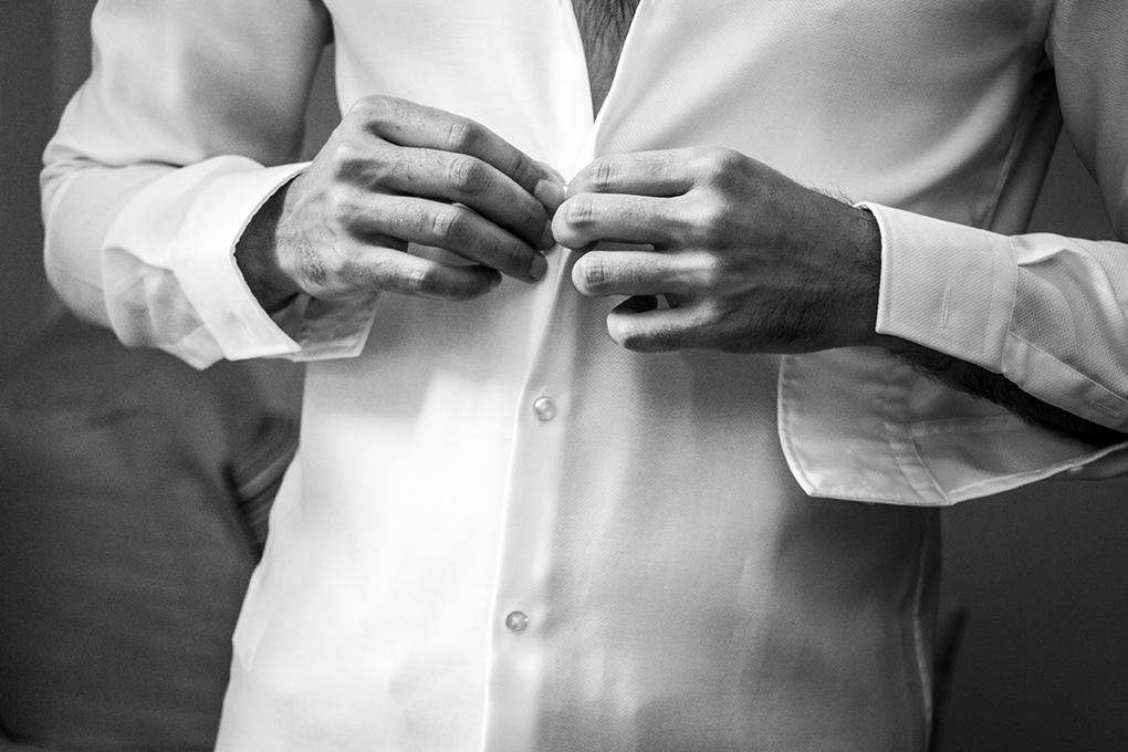 preparazione-sposo-camicia-fotografia-matrimonio-napoli