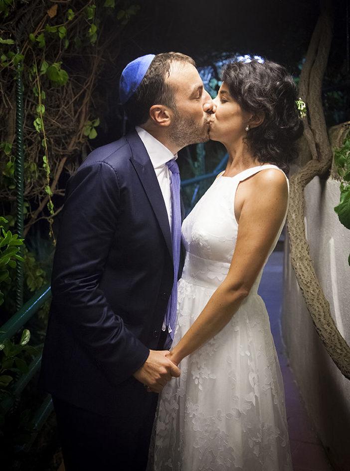 bacio-degli-sposi-fotografia-matrimonio-napoli