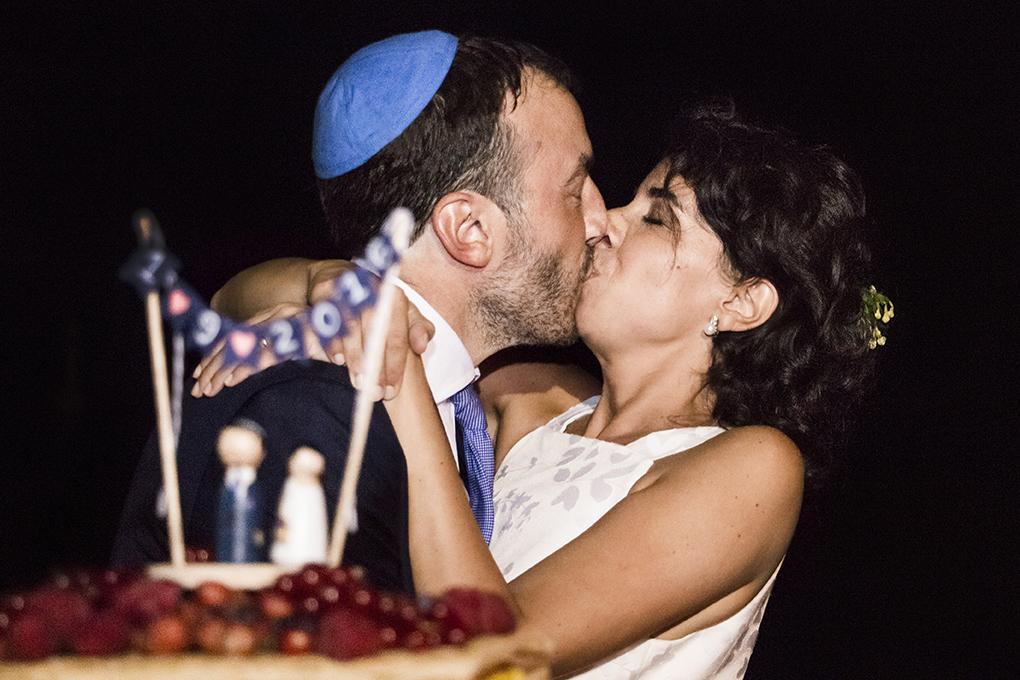 bacio-sposi-torta-nuziale-fotografia-matrimonio-napoli