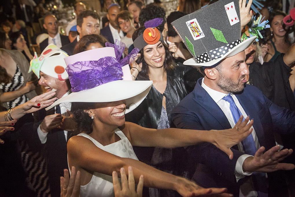 festa-cappelli-gomma-piuma-fotografia-matrimonio-napoli