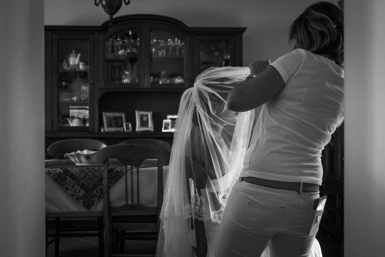 90-la-sposa-mette-il-velo-fotografia-matrimonio-napoli