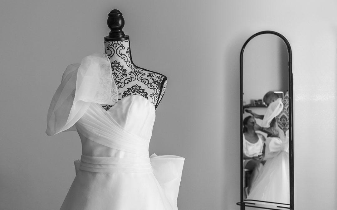 01-vestito-da-sposa-bianco-con-fiocco-fotografia-matrimonio-napoli