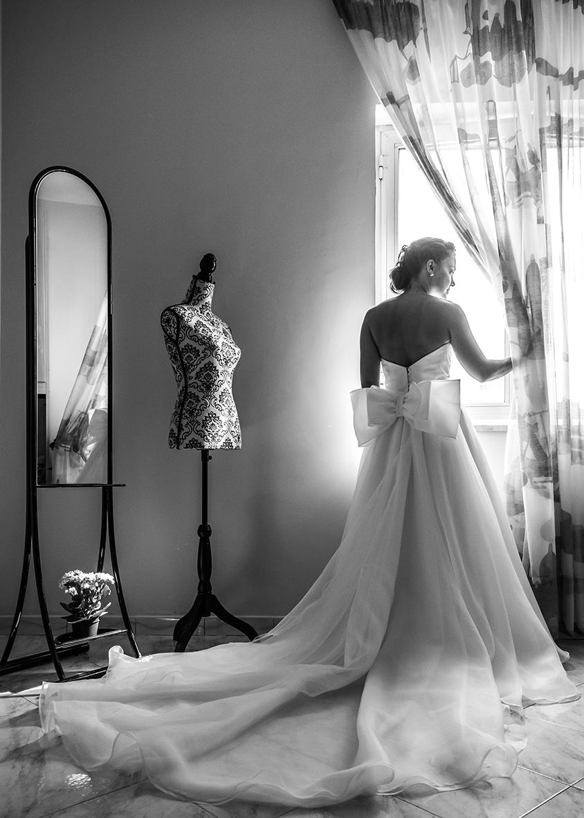40-vestito-da-sposa-bianco-fiocco-grande-fotografia-matrimonio-napoli