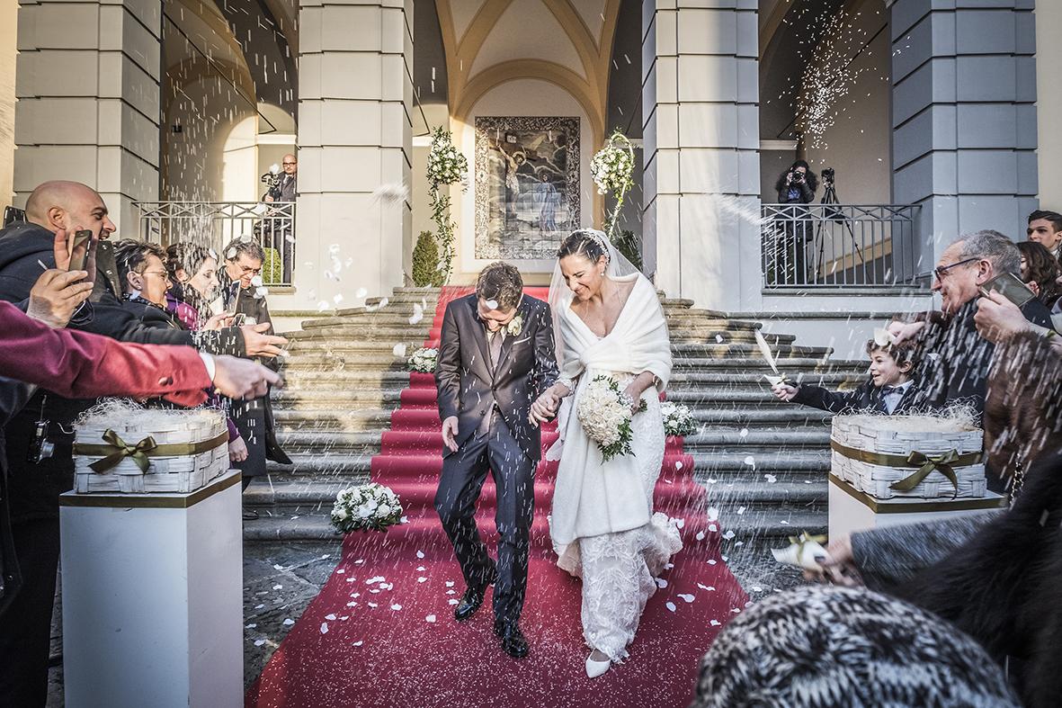 lancio-del-riso-in-inverno-al-tramonto-fotografia-matrimonio-napoli