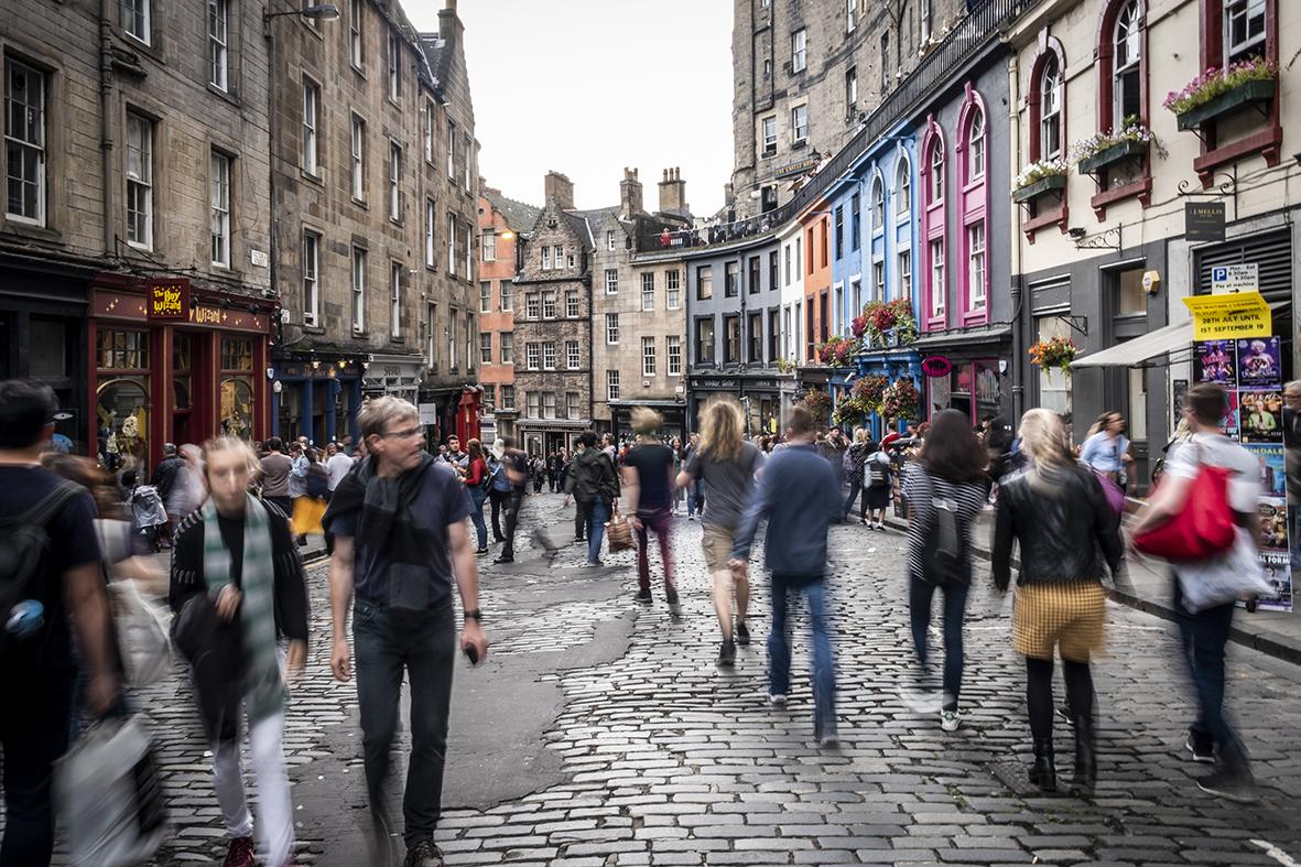 Edimburgo-victoria-street-viaggio-di-nozze-scozia-doppioscatto-fotografie