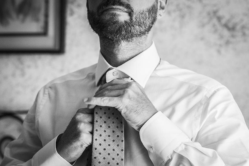 come-fare-nodo-alla-cravatta-reportage-sposo-napoli