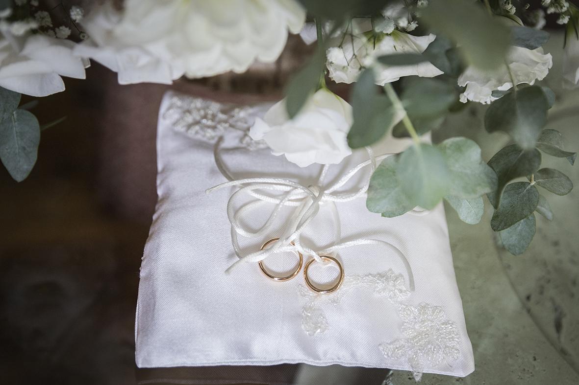 cuscino-portafedi-raso-e-strass-fotografia-matrimonio-napoli