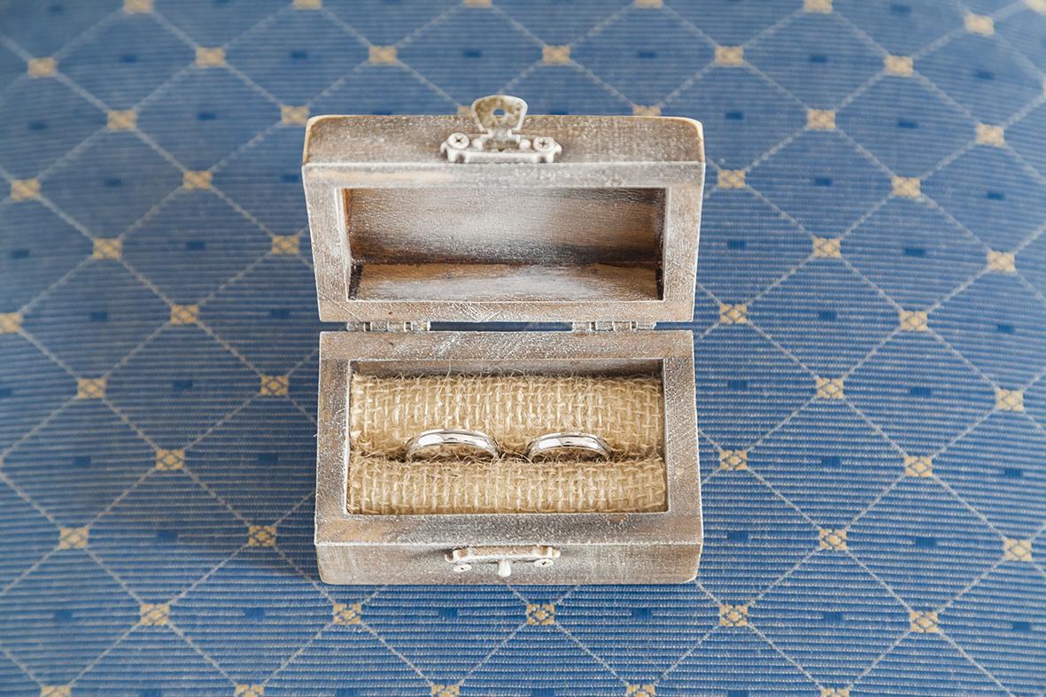 scatolina-legno-porta-fedi-reportage-matrimonio