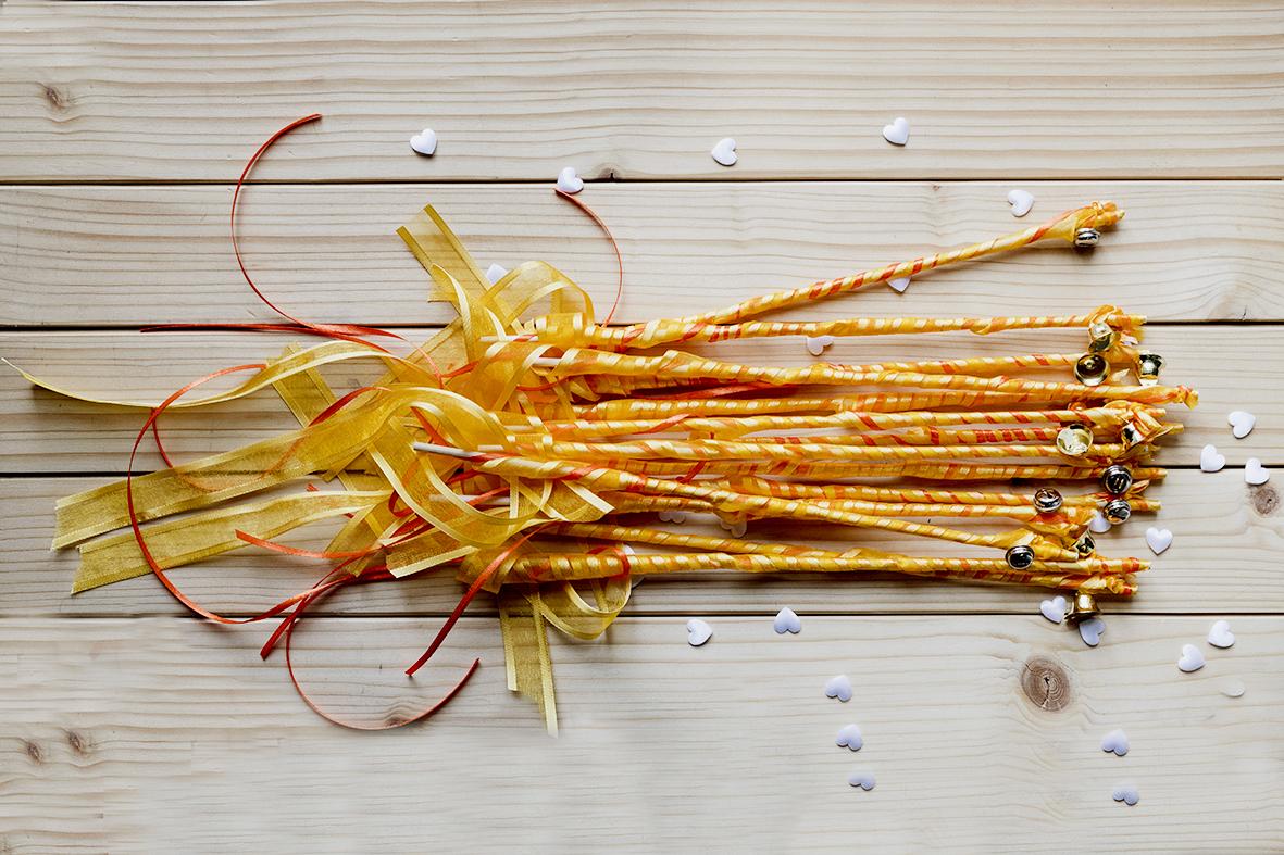 wedding-wands-gialle-arancioni-con-campanellino