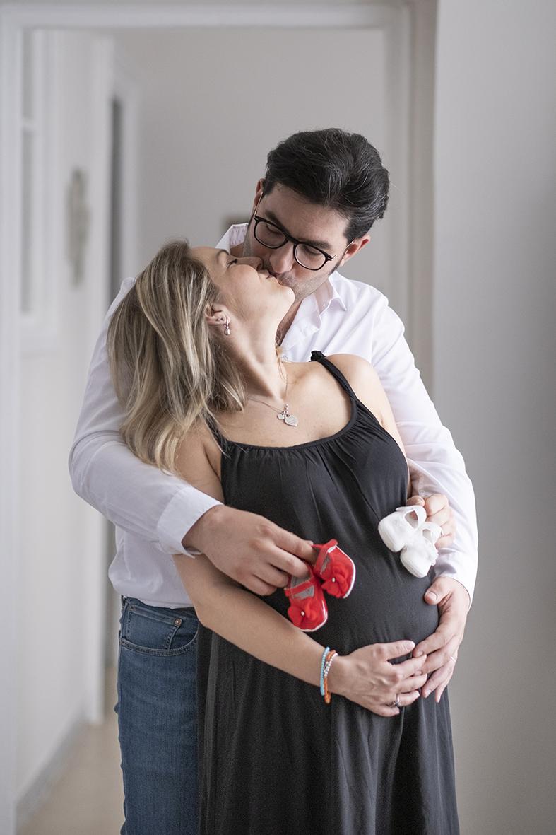 book fotografico di coppia in gravidanza