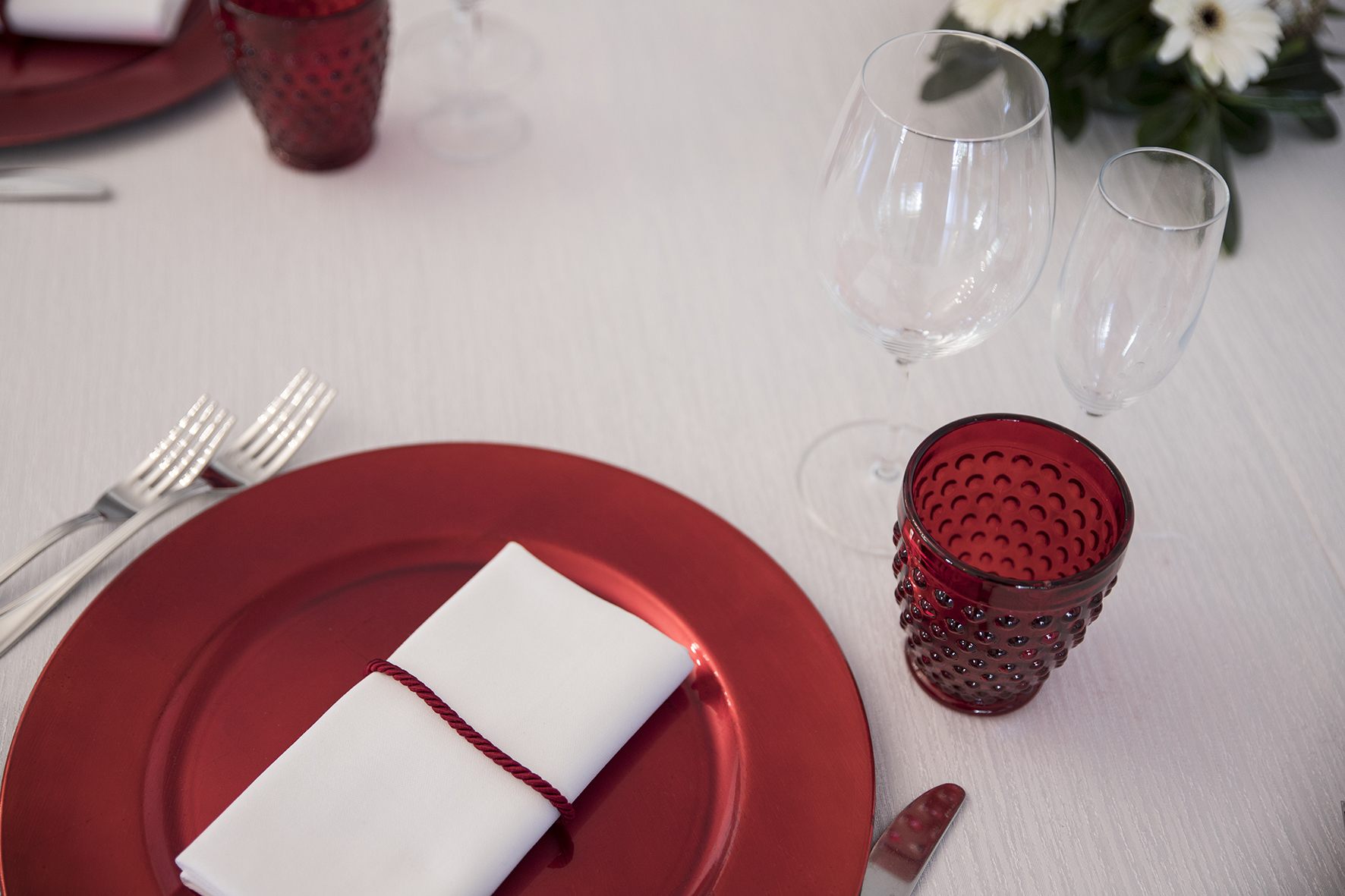 matrimonio tema natale piatti rossi
