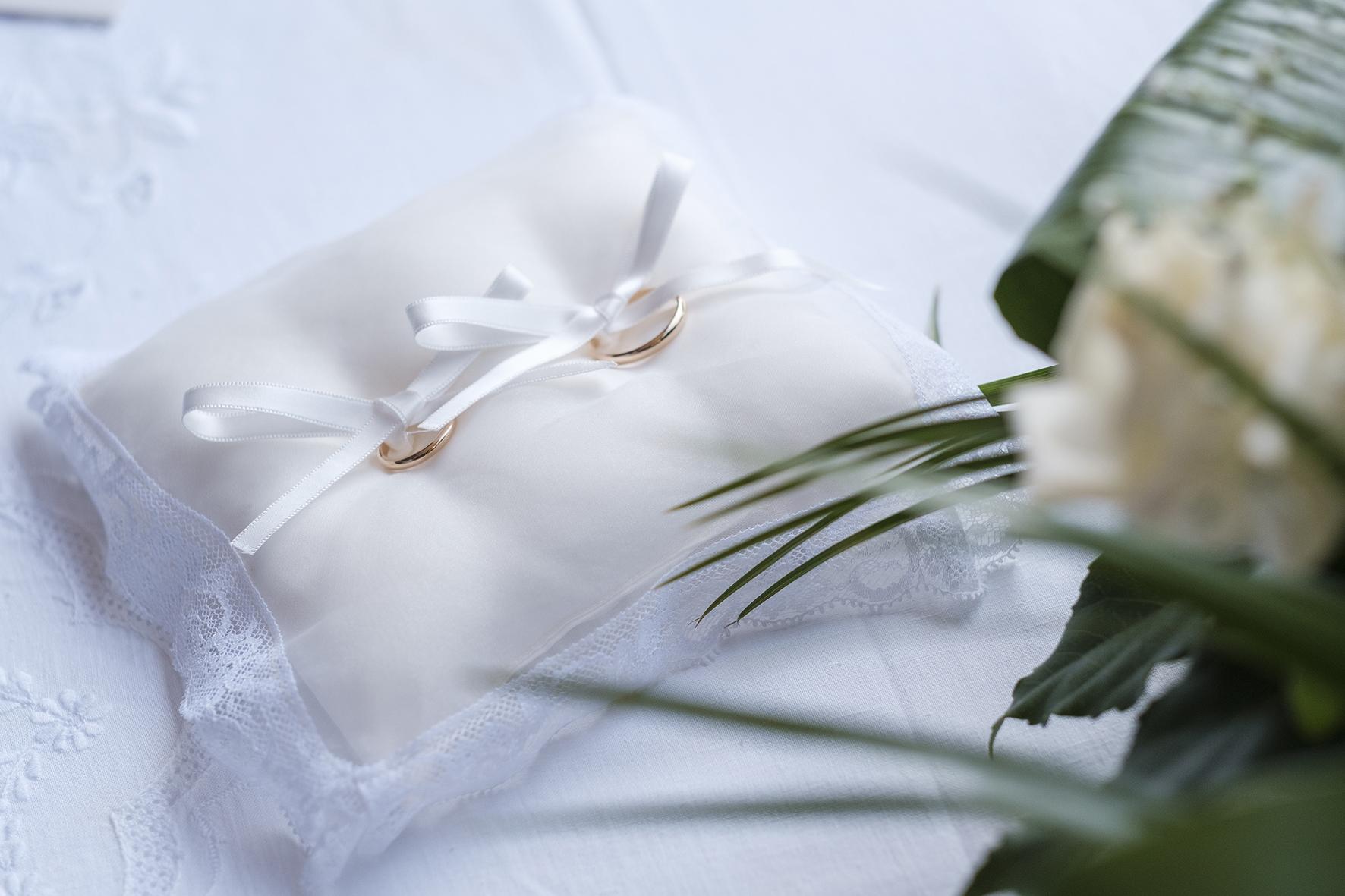 cuscino portafedi elegante bianco