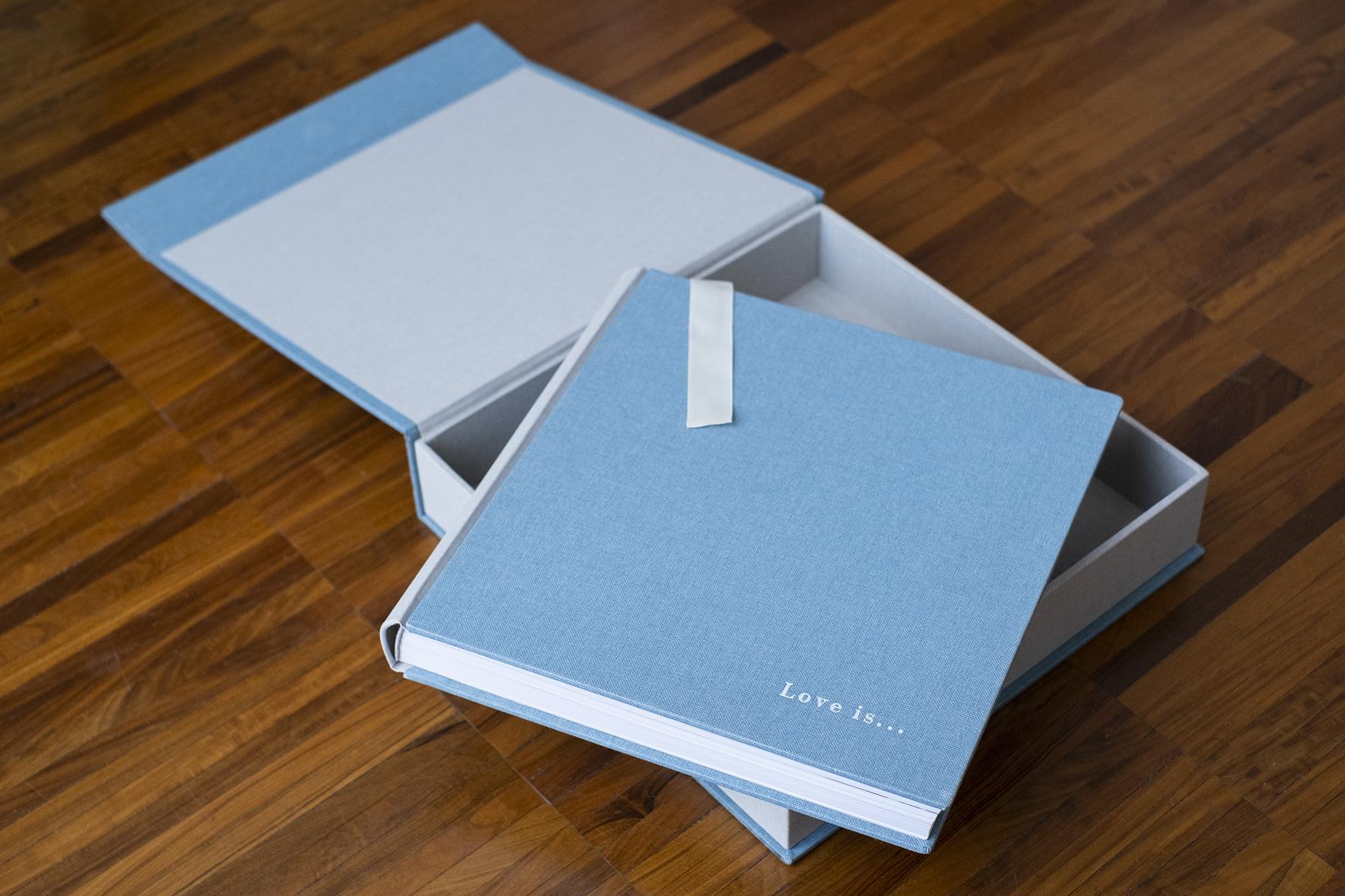 foto album digitale rilegatura artigianale tela di canapa azzurra